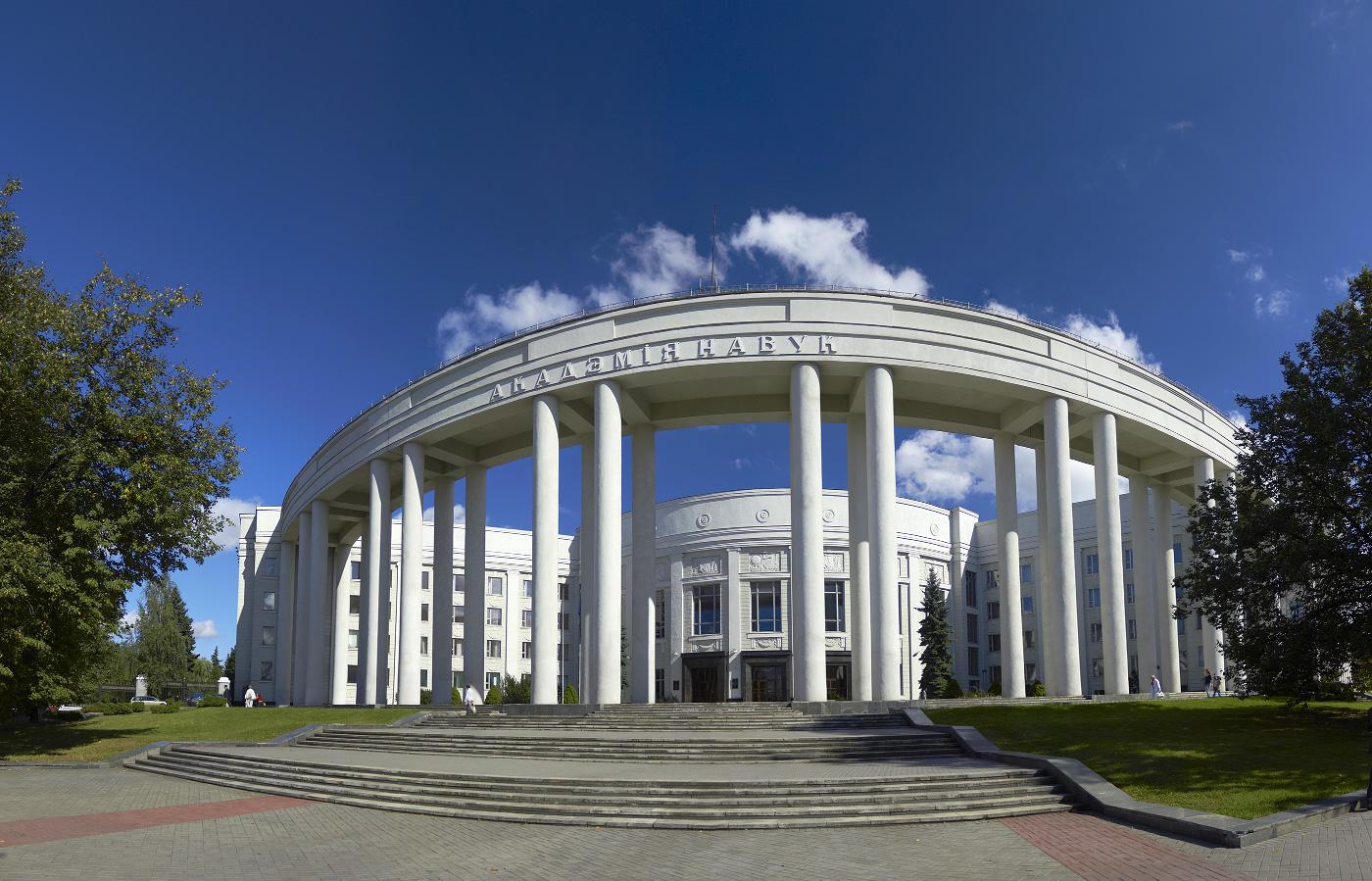 Поздравление Председателя Президиума НАН Беларуси В.Г. Гусакова с Днем женщин